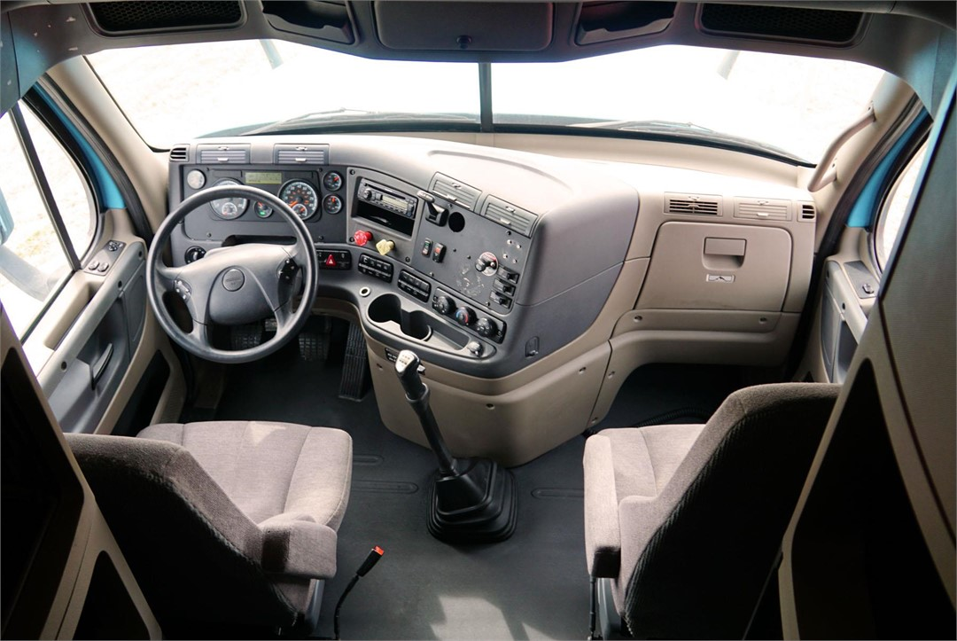 2014 Freightliner Cascadia Evolution Interior Pictures To Pin On Pinterest Pinsdaddy